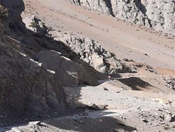 ریزش صخره محور سی سخت -پادنا را مسدود کرد