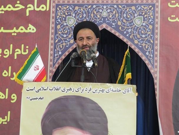 امام خمینی با قیام خود یک ملت را به اوج عزت و اقتدار و پیشرفت رساند/ امام میفرمود آخوند سیاسی جرم نیست؛ آخوند نباید درباری باشد